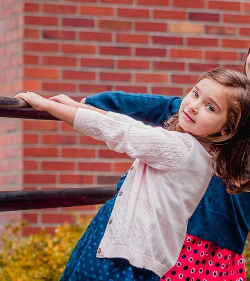 Sisters Girls Pair Friends  - Sofia_Shultz_Photography / Pixabay